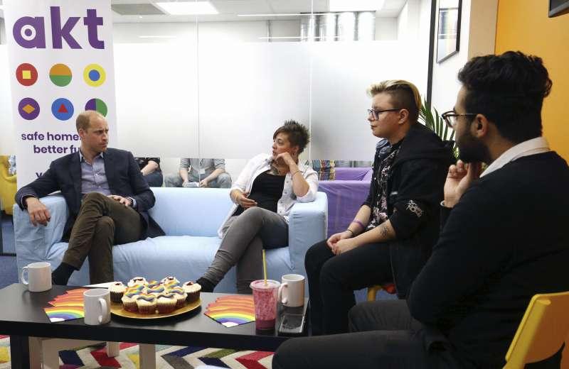英國劍橋公爵威廉王子26日訪問倫敦LGBT慈善機構「亞伯特甘迺迪信託」(美聯社)