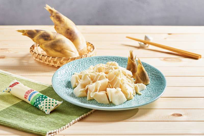 涼筍沙拉方便料理又好吃,單純的煮熟淋上桂冠沙拉做成涼筍沙拉,便是不可多得的美味! (圖/桂冠提供)