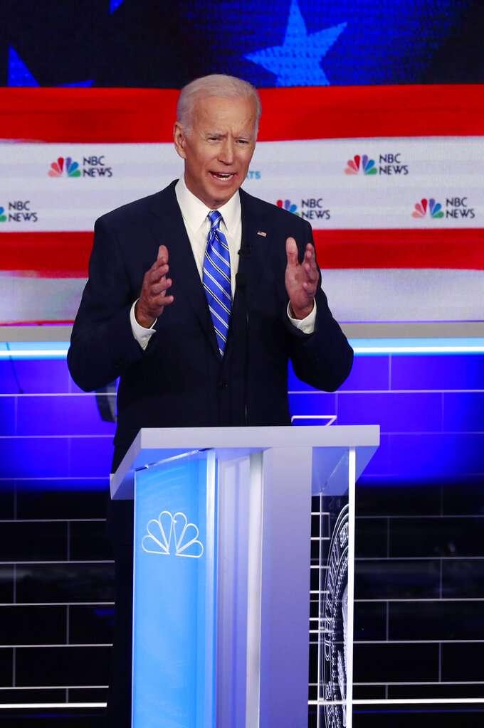 2020年美國總統大選民主黨初選首場辯論於26日、27日晚間9時熱鬧登場,圖為前副總統拜登。(AP)