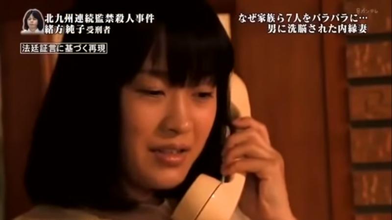 松太永翻畢業紀念冊,看到哪個女的好看就打給她,而純子正是他的獵物,他們兩個也就重新聯絡上了。(圖片擷取自Youtube)