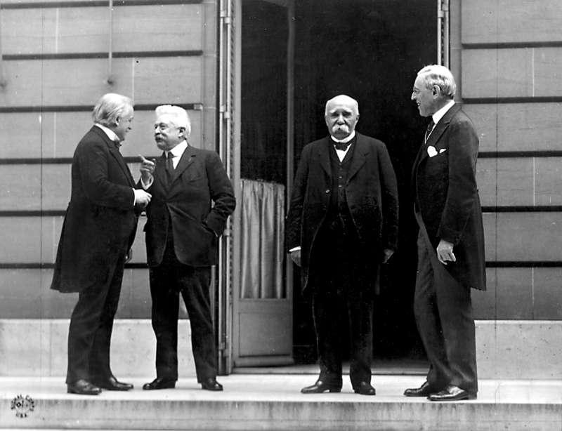 巴黎和會四巨頭,左起:英國首相勞合喬治、義大利總理奧蘭多、法國總理克里蒙梭、美國總統威爾遜(維基百科/公有領域)
