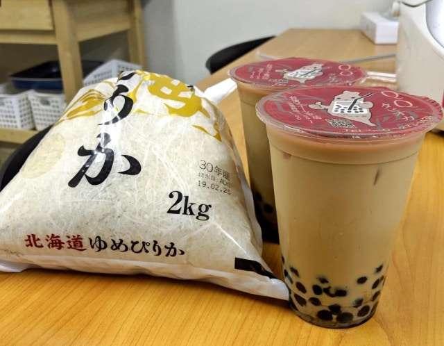 珍珠炊飯材料:米和珍珠奶茶。(圖/SORANEWS24)