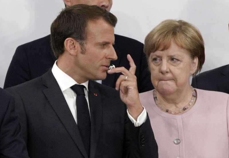 德國總理梅克爾(右)與法國總統馬克宏(左)(美聯社)