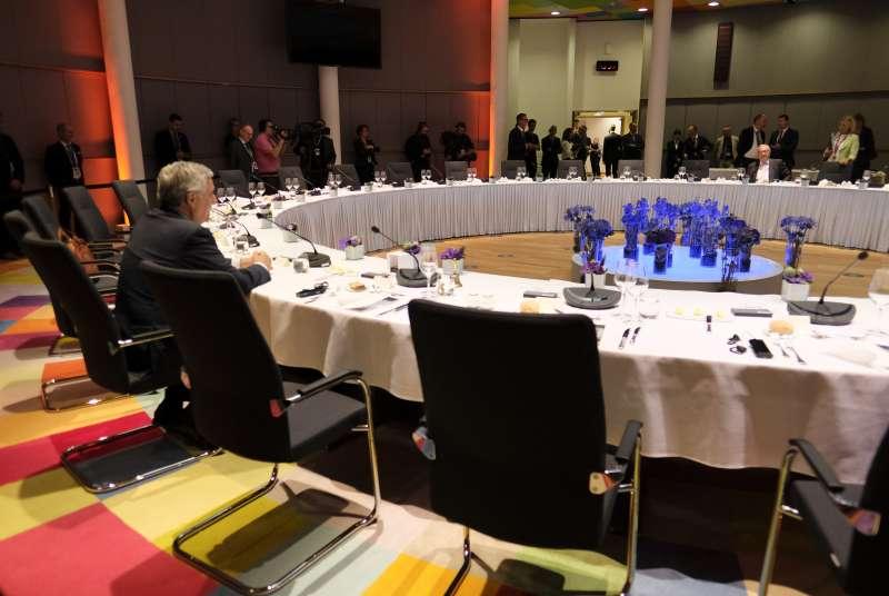盟領導人經過18小時的討論協商,依舊無法敲定新任歐盟執委會主席人選(美聯社)