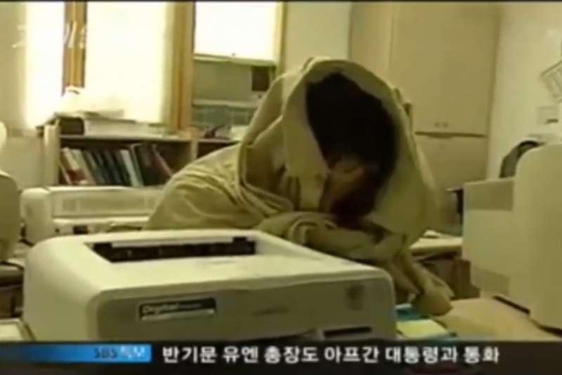 嚴仁淑在警局做筆錄時仍堅持自己是因為吃了過多抗憂鬱藥而出現幻覺(圖/截自網路)