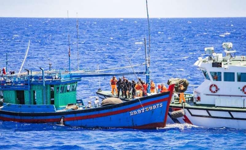 20190703-海巡署調派多艘艦隊,於相關海域執行護漁任務。(海巡署提供)