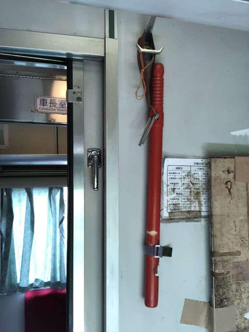 台鐵局派發的木棍示意圖。(台鐵產工提供)