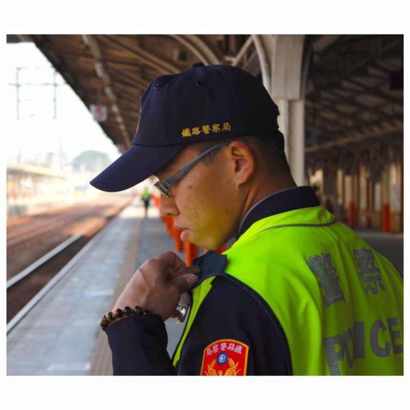 20190704_殉職鐵路警察李承翰昔日值勤身影。(資料照,取自李承翰臉書)