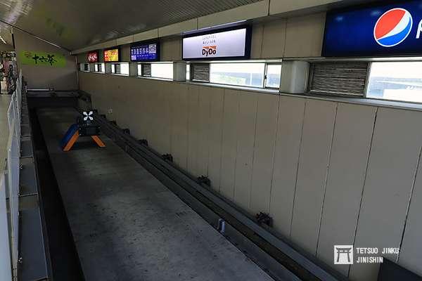 事發地點新杉田站的緩衝區與止衝檔。(圖/陳威臣攝,想想論壇提供)