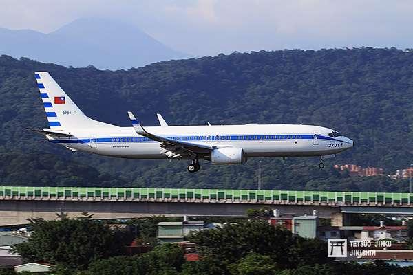 隸屬我國空軍的空軍一號專機,使用的是波音737-800,不過除了國內視察之外,總統出訪大多租用國籍航空。(圖/陳威臣攝,想想論壇提供)