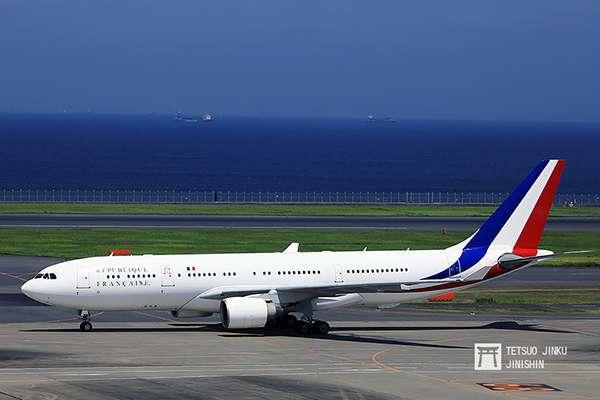 為了來日參加G20高峰會,法國總統馬克宏伉儷,搭乘法國政府行政專機(使用機型空巴A330-200),提前抵達東京羽田,進行公務訪問。(圖/陳威臣攝,想想論壇提供)