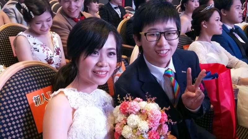 三十對新人中,唯一的同婚首次參加,同出幸福笑容。(圖/張毅攝)