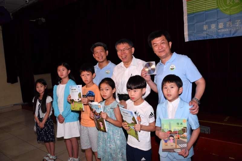 20190705-台北市長柯文哲5日參訪華東台商子女學校,晚間結束上海行返台。(台北市政府提供)