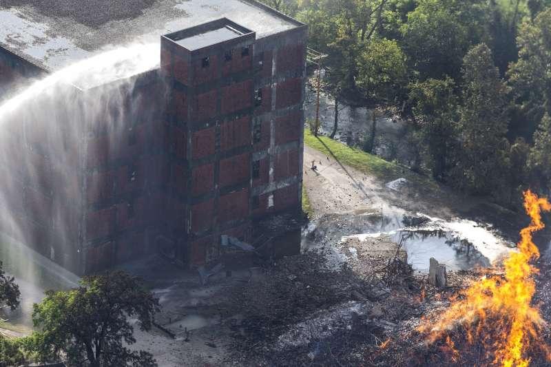 美國知名波本威士忌品牌金賓(Jim Beam)位於肯塔基州的倉庫2日晚間發生火災,4萬5千桶波本威士忌付之一炬。(AP)