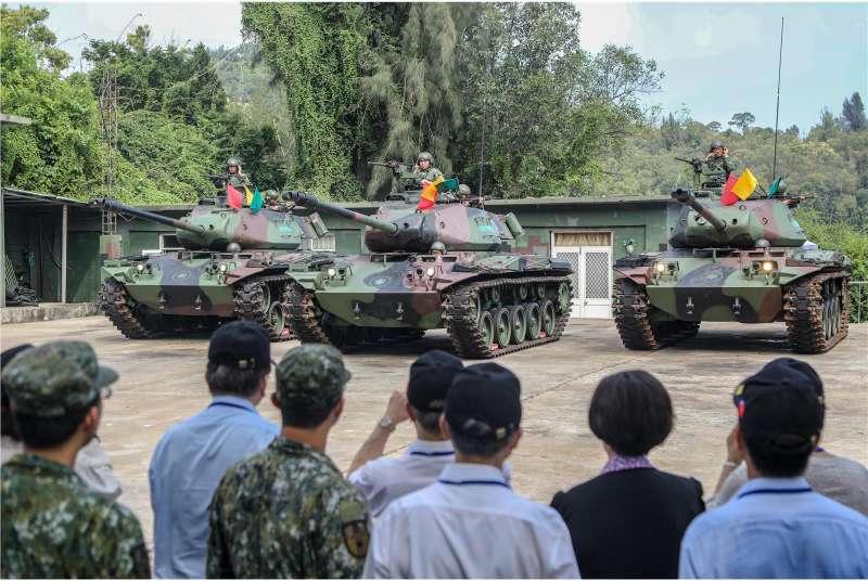 20190709-上個月底,監察院長張博雅率監委一行前往金門考察部隊實況,軍方搬出來展示的,外觀看起來就是M41A3,顯見這款戰車至少在外島還是一項重要的防區裝備。(取自青年日報社)
