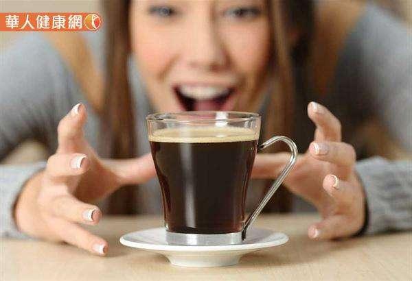 研究報告指出,咖啡因有希望幫助緩解乾眼症,可以選擇性地用在患者身上,若患者帶有代謝咖啡因的基因,效果可能比較樂觀。(圖/華人健康網提供)