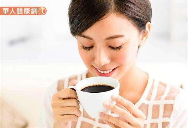 日本研究:咖啡因可以刺激淚液分泌,與天生基因有關。(圖/華人健康網提供)