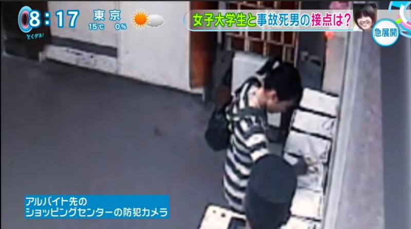 根據購物中心的監視錄影器所拍到的影像,10月26日當天晚上大概9點15分左右,拍到了平岡都的身影。(圖/翻攝自youtube)