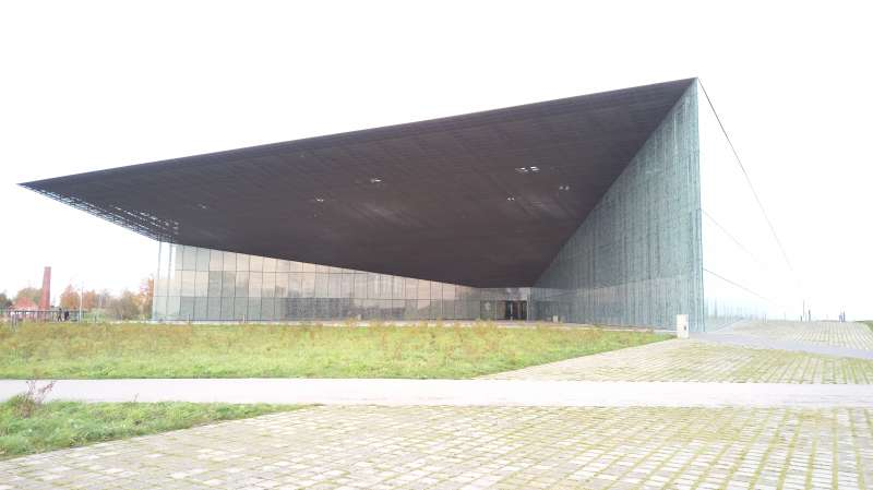 愛沙尼亞國家博物館,巨大開口包容過去展向未來。(圖/謝幸吟提供)
