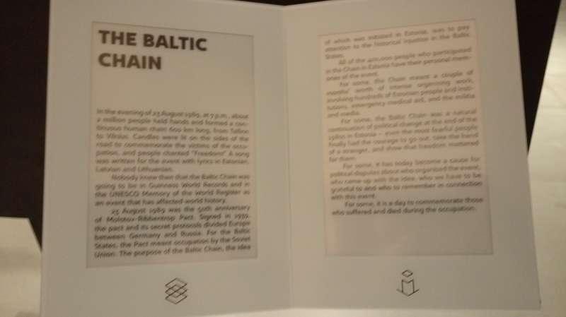 愛沙尼亞國家博物館文資--823波海之鏈。買票後得到一張小卡,掃瞄下方符號就可以切換。(圖/謝幸吟提供)