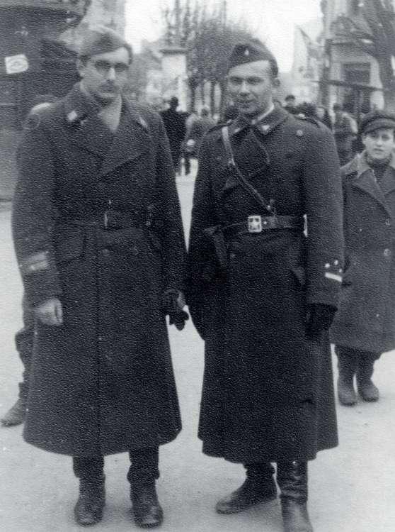 克羅埃西亞國父圖季曼(左),早年曾追隨狄托對抗烏斯塔沙,晚年卻為了率領克羅埃西亞人對抗塞爾維亞人,轉變立場歌頌起烏斯塔沙,猶如李登輝在台灣的角色。(許劍虹提供)