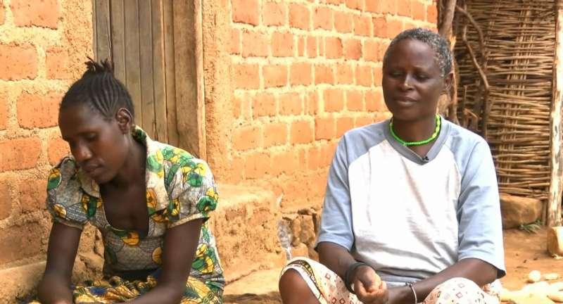 在非洲坦尚尼亞北部有個古老而「先進」的部落,女生和女生結婚是他們行之有年的傳統。(圖片擷取自Youtube)