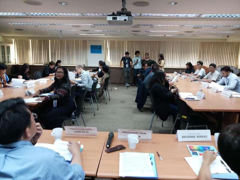 20190712-「APEC人權工作坊」12日以女性勞動人權跨國合作為題為題,邀請多國學者共同參與討論。(取自陳瑤華臉書)
