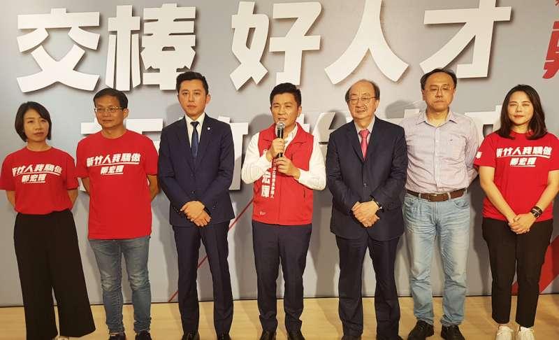 鄭宏輝允諾將與林智堅市長攜手合作,共同推展新竹市政,爭取預算與建設。(圖/方詠騰攝)