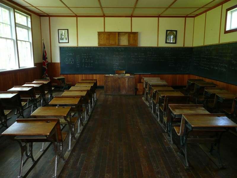 20190715-空教室,桌椅,學生(取自Pixabay)