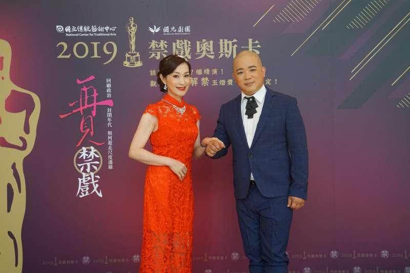 20190717-朱勝麗、黃毅勇除演出外,亦搭檔擔任六場「禁戲奧斯卡」主持人。(國光劇團提供)