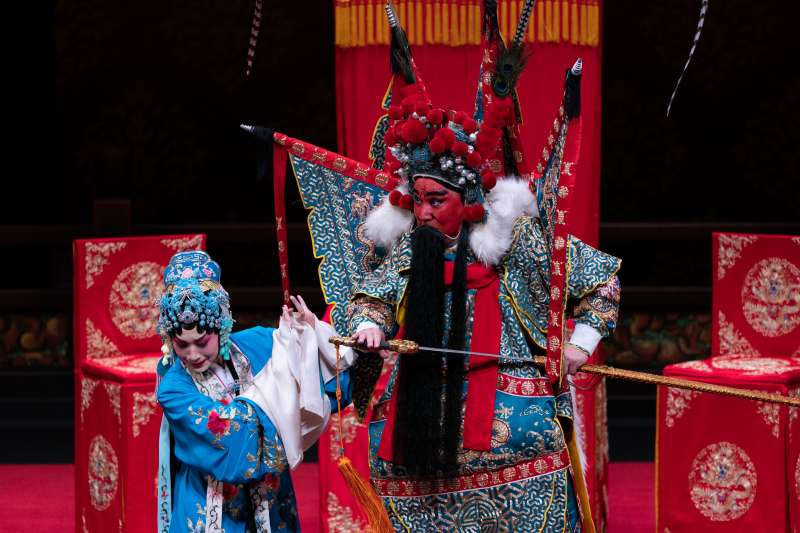 20190717-《斬經堂》中老生唐文華飾演吳漢(右),青年旦角林庭瑜飾演蘭英公主(左)。(國光劇團提供)