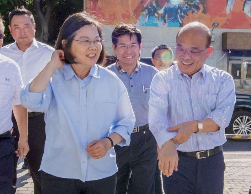 蔡英文(左)給蘇貞昌(右)充分的授權。(翻攝自蔡英文臉書)