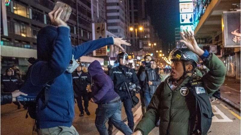 一些示威者提倡「勇武抗爭」。