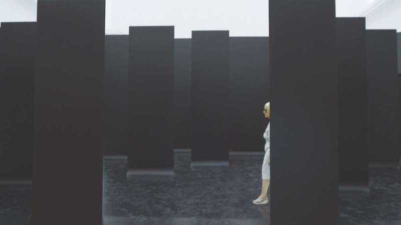藝術很有事 第32集〈威尼斯建築雙年展〉中,德國館探討自身的政治與歷史議題,關注柏林圍牆拆除後的社會情境;透過28面牆組成展覽空間來思考28個公共空間的處理策略(圖/公視)