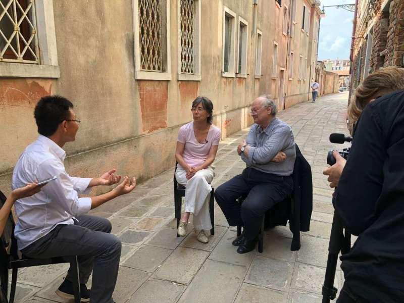 威尼斯建築雙年展 工作照,左起黃聲遠、RCR建築師Carme Pigem、普立茲克建築獎評審團主席 Glenn Murcutt(圖/公視)