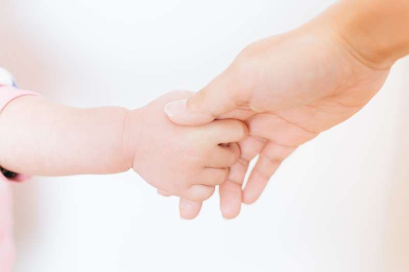 親子,母愛,小孩,嬰兒,媽媽,母親,褓姆,示意圖。(取自pakutaso)