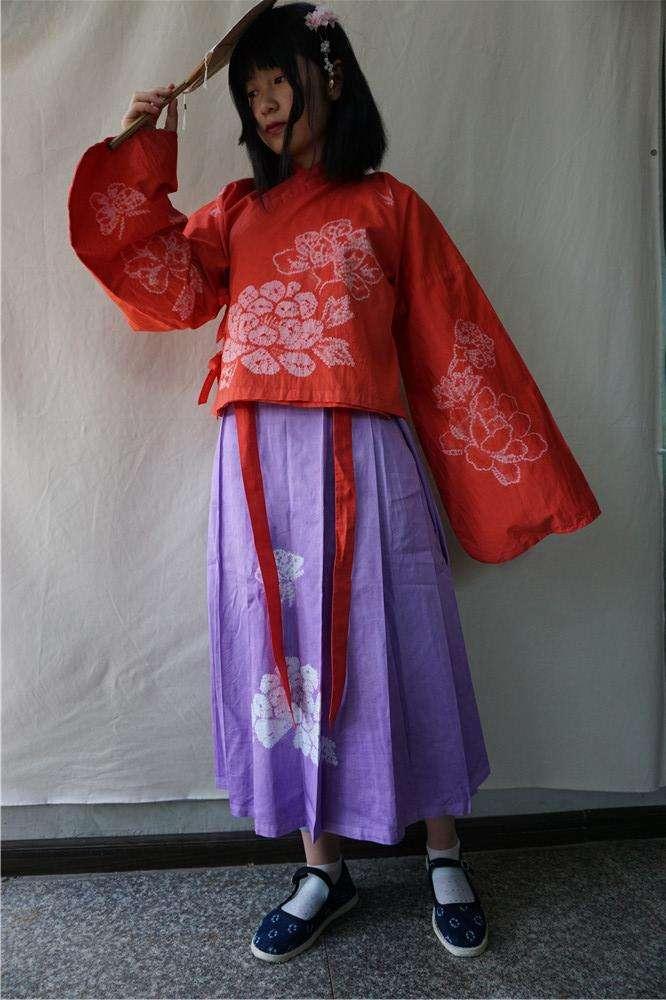 中國傳統民族風婚紗。(新華社)