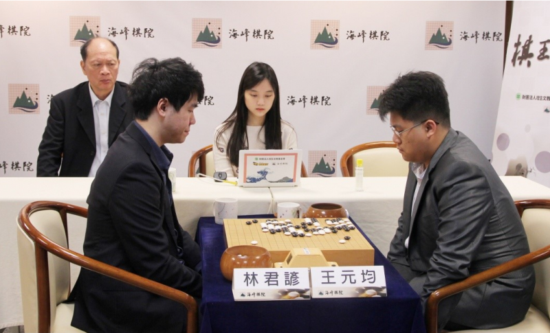 第十屆棋王賽林君諺拿下生涯首座「棋王」頭銜。(海峰棋院)