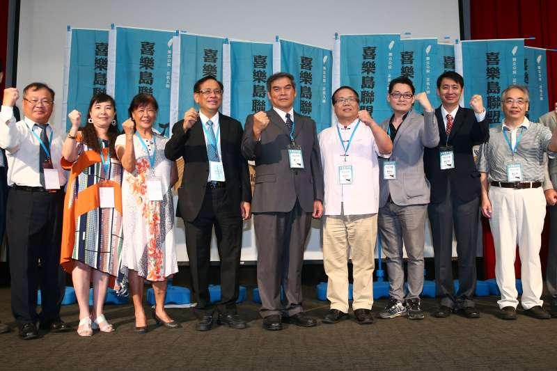20190720-喜樂島聯盟20日舉行政黨成立大會,並選出羅仁貴為黨主席(中)。(顏麟宇攝)