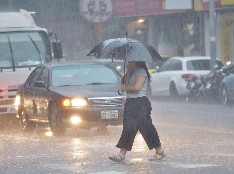 20190722-台北市午後下起雷陣雨,雨天,暴雨,積水。(盧逸峰攝)