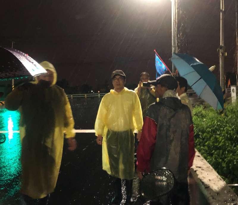 20190719-陳其邁南下勘災。(取自陳其邁臉書)