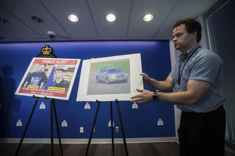 加拿大公路凶殺案出現最新進展,警方出示兩位失蹤嫌犯的照片與監視器畫面。(美聯社)
