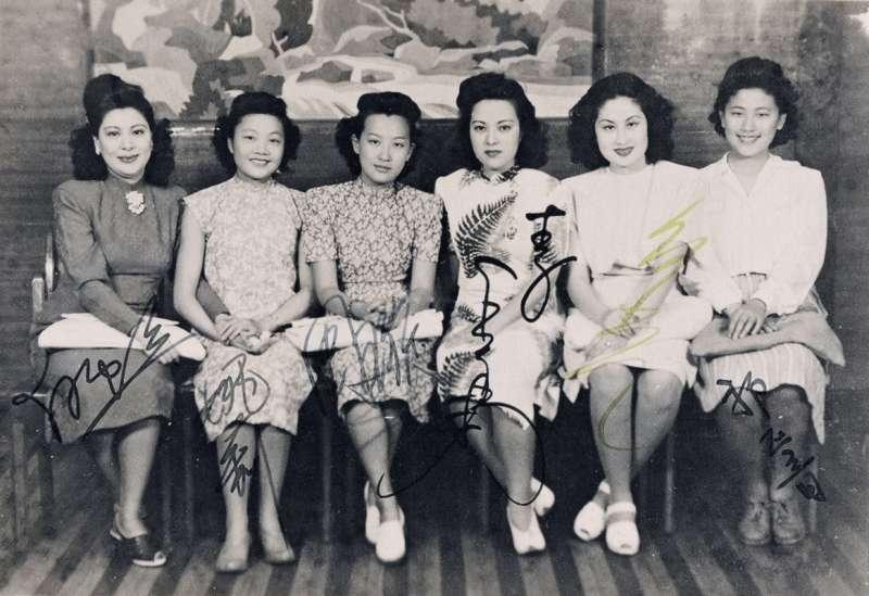 20190725-姚莉與周璇、白虹、白光、龔秋霞、李香蘭、吳鶯音等女歌手並稱1940年代上海歌壇7大歌星。左起為:白虹、姚莉、周璇、李香蘭、白光、吳鶯音(取自維基共享資源)