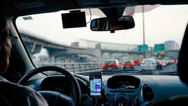 Uber 削價競爭苦得是想賺外快的司機。