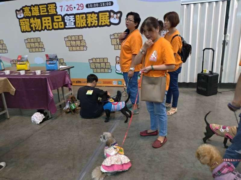 高雄巨蛋寵物用品展一連四天登場,上百家廠商進駐。 (圖/徐炳文攝)