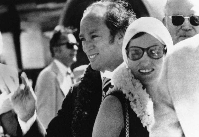 1973年10月18日,老杜魯道與瑪格麗特拜訪美國夏威夷檀香山(美聯社)