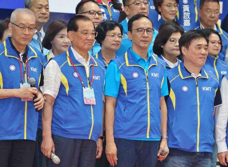 20190728-國民黨全代會,主席吳敦義(左起)榮譽主席連戰、前主席朱立倫、副主席郝龍斌出席。(盧逸峰攝)