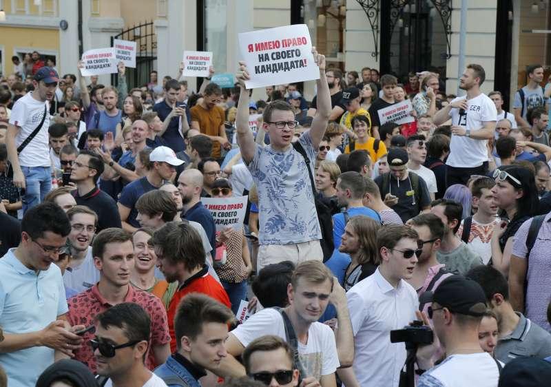 2019年7月28日,3500名俄羅斯民眾走上莫斯科街頭抗議,要求當局舉行公正選舉。(AP)
