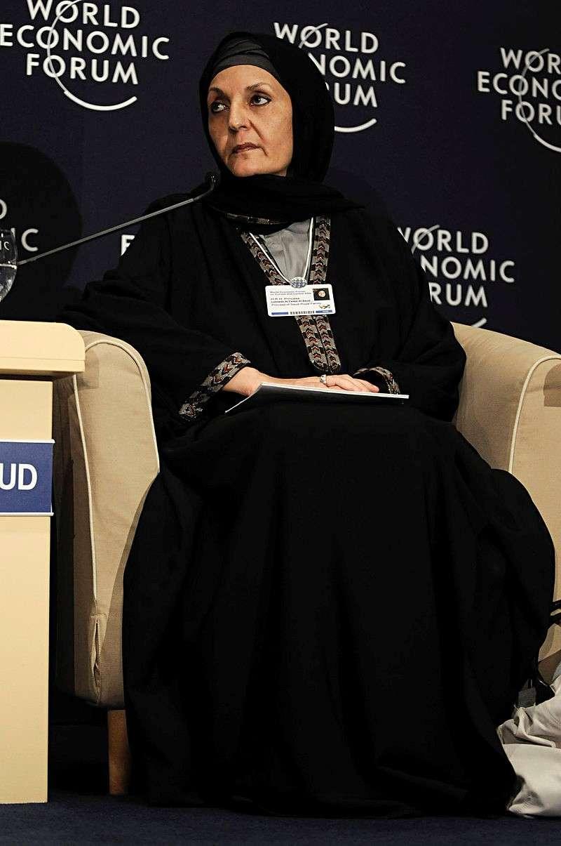 珍珠公主(Lolowah bint Faisal,1945-)於土耳其參與2008世界經濟論壇的身影(WEF)。(圖源weforum)