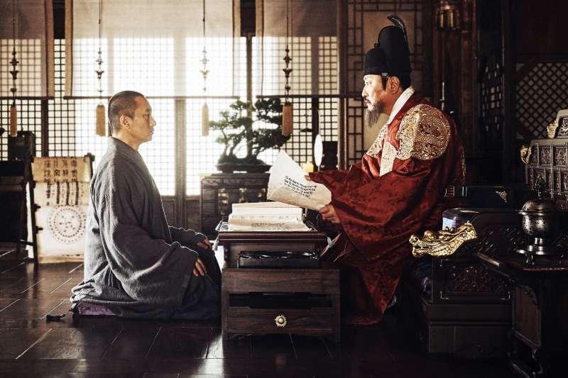 關於造字劇情,《王的文字》採用信眉大師參與的史料,因而造成韓網討論(圖/采昌提供)